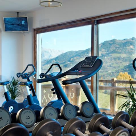 BERGHERZ Fitnessstudio Almfit im Hüttendorf